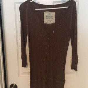 Mossimo med brown lightweight sweater